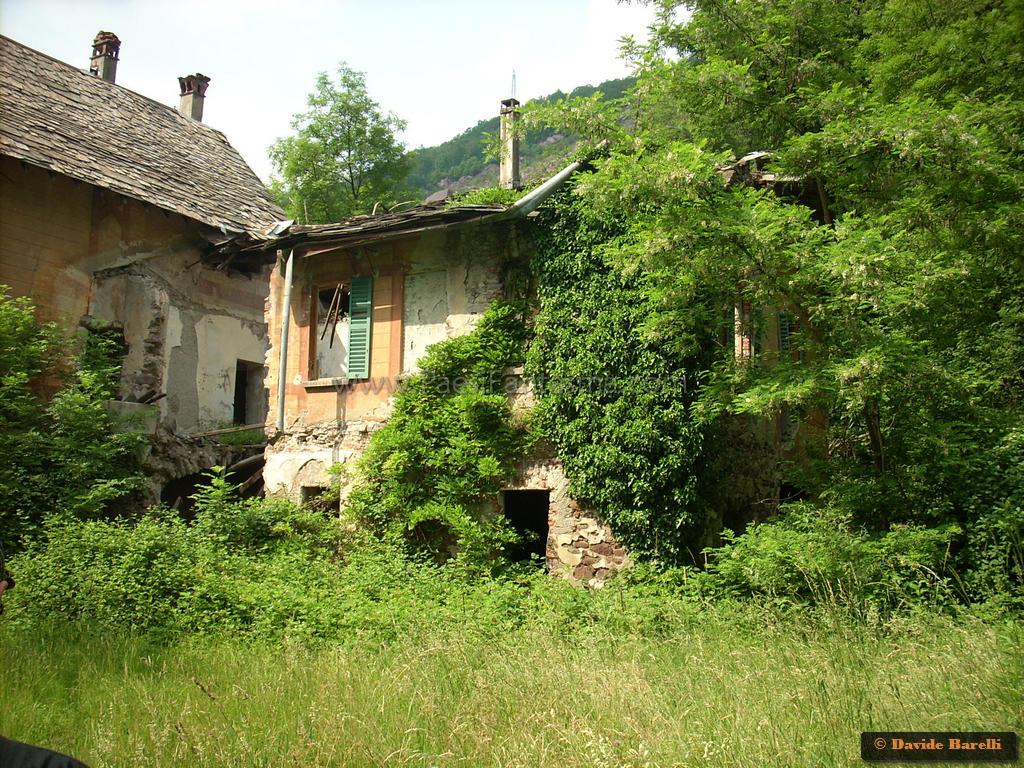 Villa De Vecchi La Maledetta Casa Rossa Luoghi Fantasma