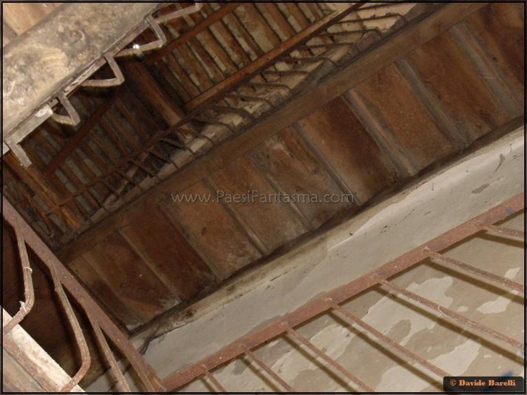 Villa de vecchi la maledetta casa rossa luoghi fantasma for Piani della casa del barndominio