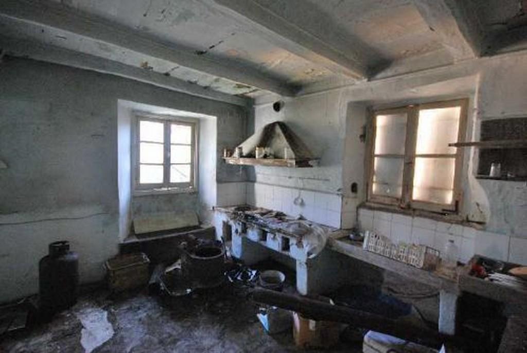 Il borgo senza nome paesi fantasma for Case abbandonate italia